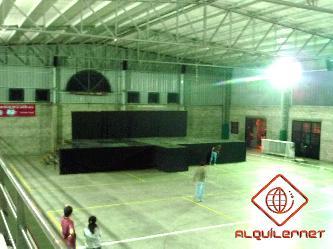 Escenario de 5,4 x 11 x 1,5m de altura Alquiler de escenarios